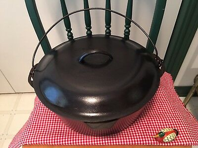 Vintage  #10 Lodge Cast Iron Dutch Oven, Big Ten, Extremely Nice User, Smooth !!