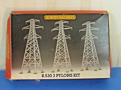 Hornby R530  OO Gauge 3 Pylons Kit - Pre-Owned & Incomplete