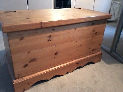 Large solid  pine toy box  storage chest  92 x 51 x 44cm