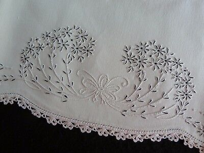 """Lovely UNUSED Vintage Pair EMBROIDERED Pillowcases 30 x 21"""" Good COTTON"""