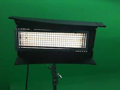 Kino-Flo Diva Lite 200 Fixture (120V) with 6 bulbs.