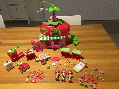 Strawberry Shortcake Cafe plus 3 dolls and accessories
