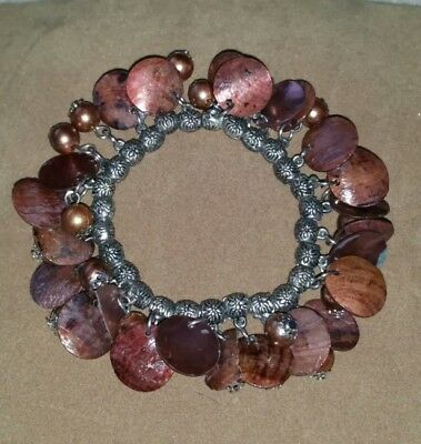 Vintage 1980s faux mother of pearl nacre disc & glass beaded stretch bracelet.