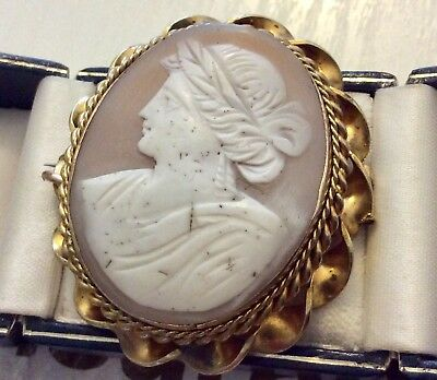 Beautiful Ladies Very Large Victorian Pinchbeck Cameo Brooch Antique