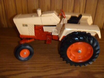 VINTAGE ERTL CASE 451 CUBES FARM TRACTOR - Made in U.S.A. - 1:16 SCALE