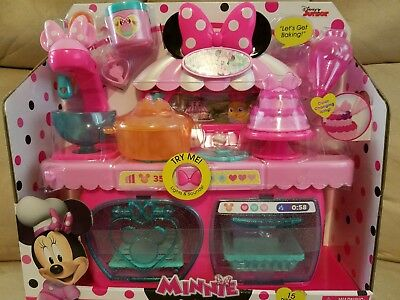 Minnie Mouse Bowtastic PASTRY PLAYSET!!! Brand-new hard to find!
