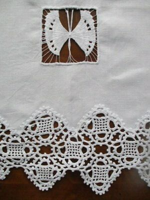 Stunning Vintage Fine White Linen Hand Worked Lace Fancy Drawn Thread Tablecloth