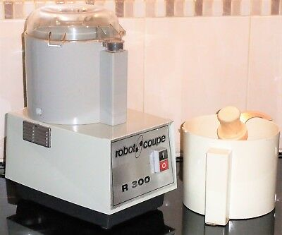 Robot Coupe R300 with 2 bowls and cutters