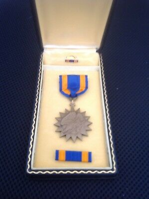 Original WWII Air Medal in Coffin Box - excellent condition