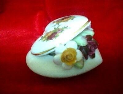 """ROYAL ALBERT  """"Old Country Roses""""  Heart.   Excellent Cond."""