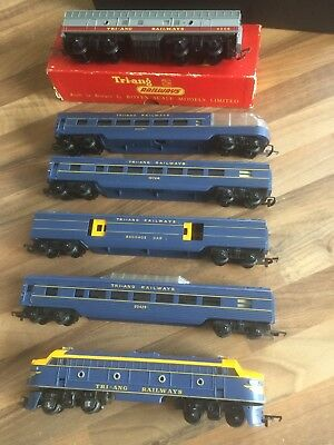 Tri-ang Railways Locomotive And 5 Carriages OO/HO Gauge