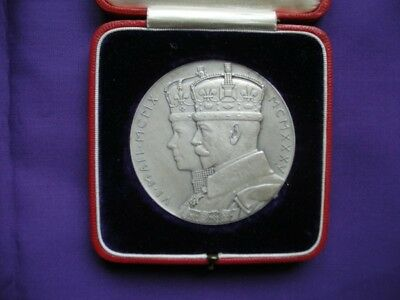 Large Silver 1935 George V Boxed Silver Jubilee Medallion.