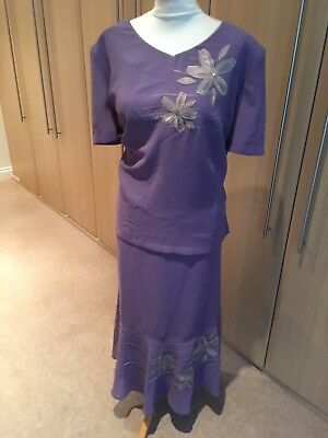 Lovely Jacques Vert Lilac top and skirt set size 22