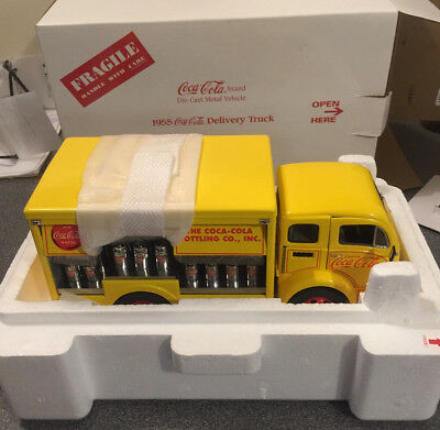 1955 Coca Cola Delivery Truck. Danbury Mint Die Cast - New