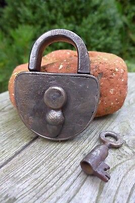 Antique vintage padlock with one key, working order, collector, hobby 25-11