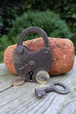 Antique vintage padlock with one key, working order, collector, hobby 25-18