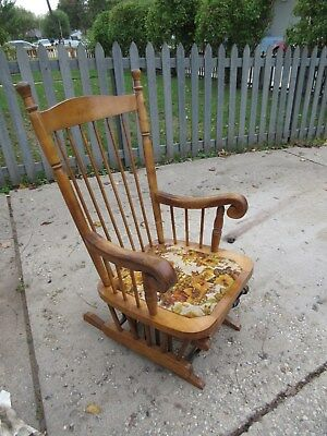 Vintage Maple Glider Gliding Rocker in Excellent working condition! Pick-up Only