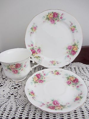 Royal Wessex ''english Summer Roses'' - Cup / Saucer / Plate Trio