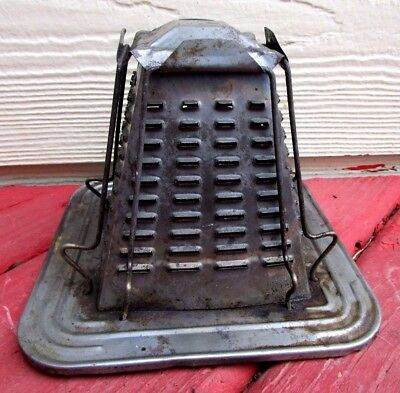 Antique Tin Stove Top Toaster in Excellent Condition!  Lightly rusted in spots.