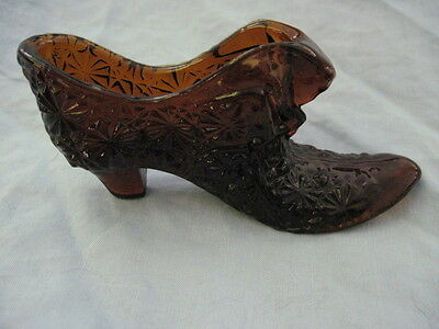 Vintage AMBER DAISY BUTTON GLASS SHOE CAT HEAD (A)