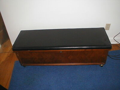 Vintage LANE Sweetheart Cedar Chest with lock/key;Excellent condition.