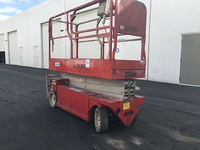 2007 MEC 2633 Electric Scissorlift / Manlift 26 FT Platform Height 425 hours