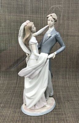 Lladro I Love You Truly Number 1528 Dancing Couple Statue