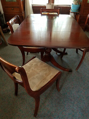Classic/Vintage Style Wood Dining Table and Chairs