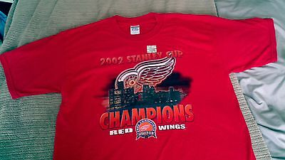 Detroit Red Wings collection Tshirt and Shot Glass
