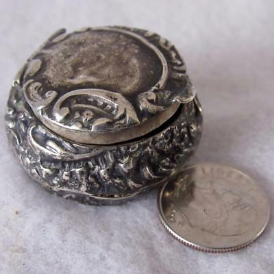 "Rare Antique Vtg Tiny English 1901 Decorative 1"" X ½"" Sterling Silver Pill Box"