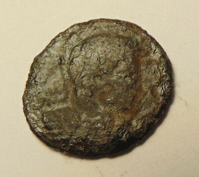Ancient Roman Coin - Showing Nice Detail, Uncleaned & Unresearched (17-08/010)