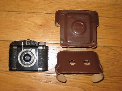 BEACON CAMERA WITH CASE, VINTAGE 1940s,Bakelite made in USA