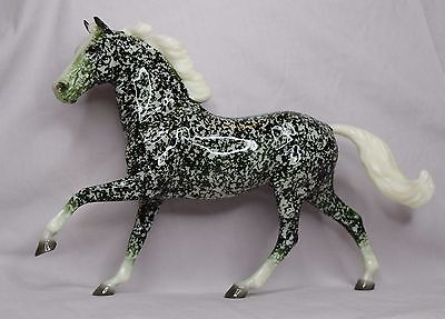 Breyer Ivy Holiday Decorator Web Special Christmas 2015 Model Horse Flash Green