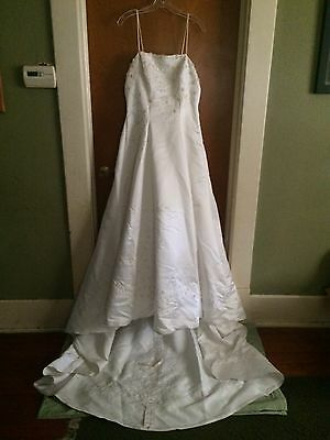 Gently Used Exclusive Bridals by A.C.E. Wedding Gown/Dress with Veil - Size 12