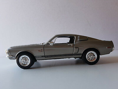Shelby GT-500KR 1968 Diecast Metal Collection Road Signature Scale 1:18