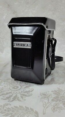 Yashica Mat-124 G Camera w/ Case, Lightly used & Very Clean 120mm format, 80mm L