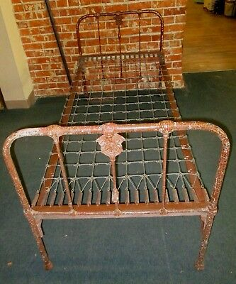 US ARMY ANTIQUE BED-EARLY 1900 QUARTERMASTER INSIGNIA-CAST IRON-Pre WWI-HOSPITAL