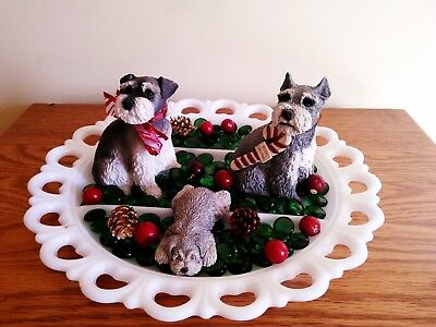 Schnauzer Figurines Schnapps, Heidi And Baby Gretchen Are Ready For Christmas