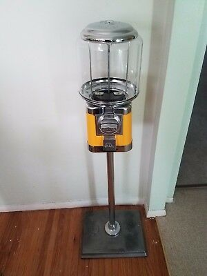 RB-16 Yellow Beaver $.25 candy dispensers w/stand