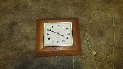 Mid-Century WESTCLOX NILE Model S13-K White Wall Clock Vintage Retro 1960s Works