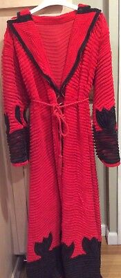 VINTAGE RED/BLACK soft Chenille Bathrobe  from a glamorous time. Size small/med