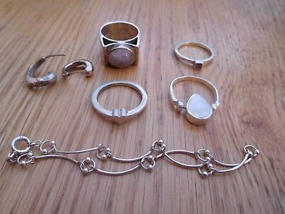 Job lot of sterling silver rings x 4 /1 x pair earrings +child's bracelet 28.63