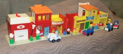 Vintage Fisher-Price Little People PLAY FAMILY VILLAGE #997 Incomplete w/EXTRAS
