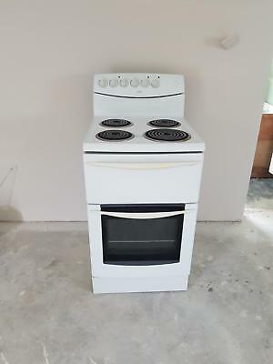 Freestanding 60cm electric oven, good condition