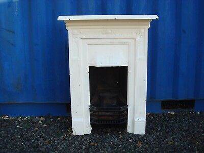 Victorian Cast Iron Fire Place Surround In Good Condition