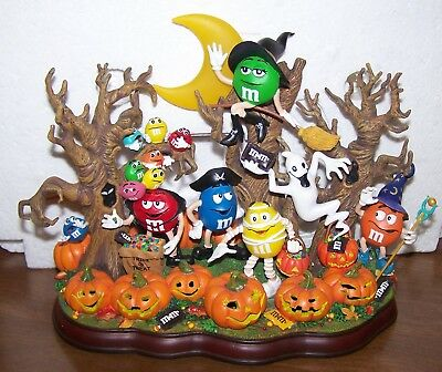 M&M's Danbury Mint   Haunted Pumpkin Patch - Seasonal Display Only !!