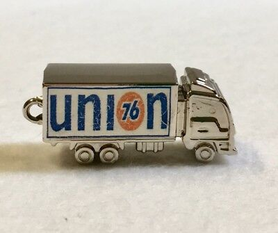 Union 76 Gas Oil Truck Trucking Key Chain Pendant Collectible Charm Limitee
