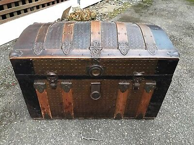 Antique Dome Top Steamer Trunk With Tray