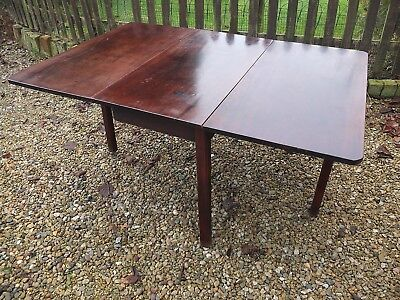 George III period Mahogany drop leaf dining table