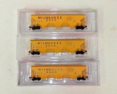 3 x InterMountain N Scale Milwaukee Road PS-2 Covered Hoppers